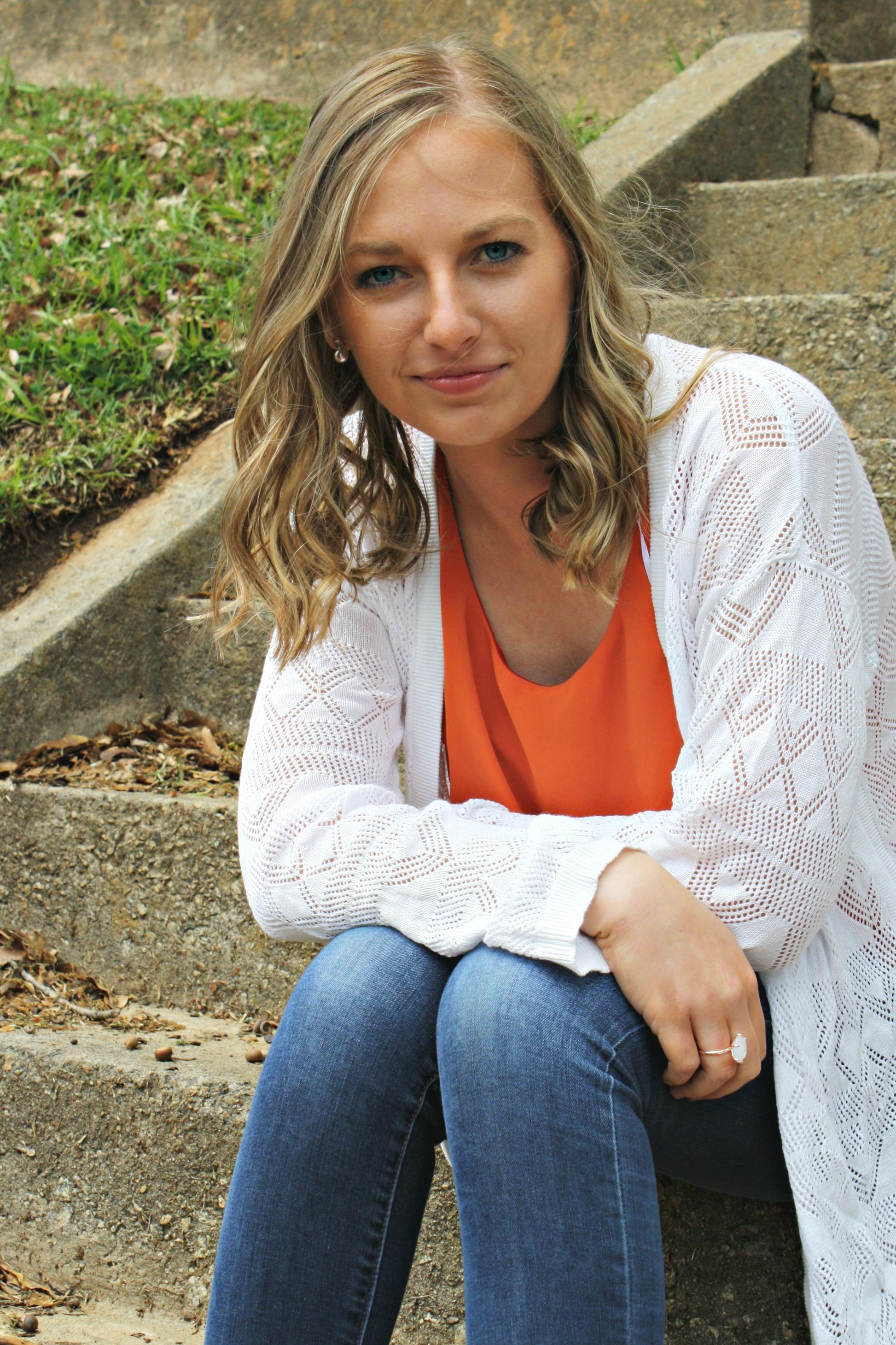 Sydney Rayne Hewitt, artist and winner of the 2018 scholarship